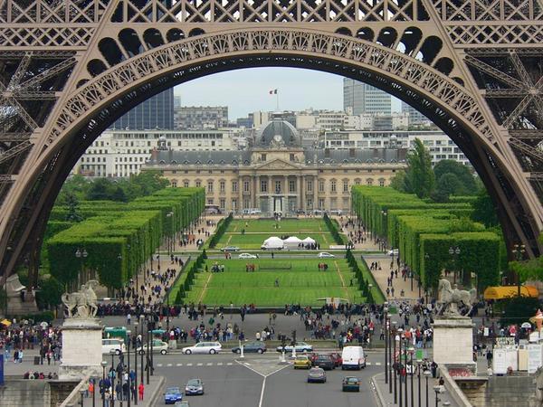 paris-07-tour-eiffel-ecole-militaire-champ-de-mars
